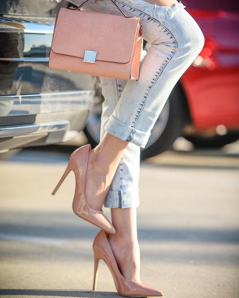 beżowe szpilki jeansy