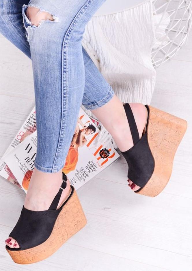 buty letnie na koturnie czarne do jeansów